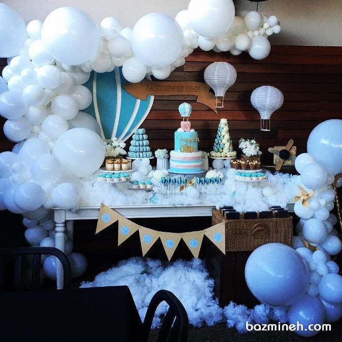 دکوراسیون و بادکنک آرایی جشن تولد کودک با تم ابر و بالن سفید آبی