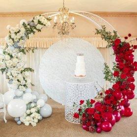 بادکنک آرایی و گل آرایی یونیک و ساده جشن تولد بزرگسال یا نامزدی با تم قرمز سفید