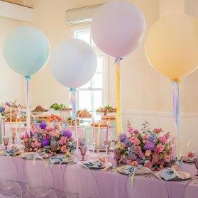 دکوراسیون و بادکنک آرایی رویایی سالن جشن تولد دخترونه با تم رنگهای پاستلی