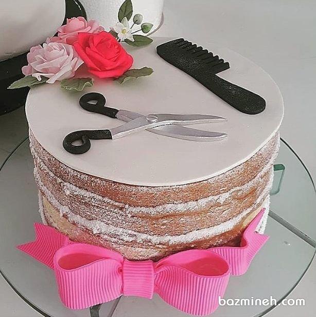 کیک بدون روکش جشن تولد دخترونه بزرگسال با تم آرایشگری