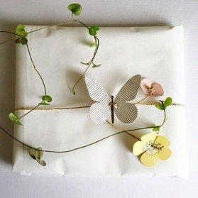 کادو کردن هدیه با الهام از طبیعت و تم گل و پروانه