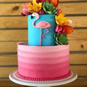 کیک خامهای جشن تولد دخترونه با تم فلامینگو صورتی