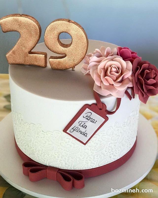 مینی کیک با طرح گیپور جشن تولد بزرگسال با تم رنگی سفید زرشکی