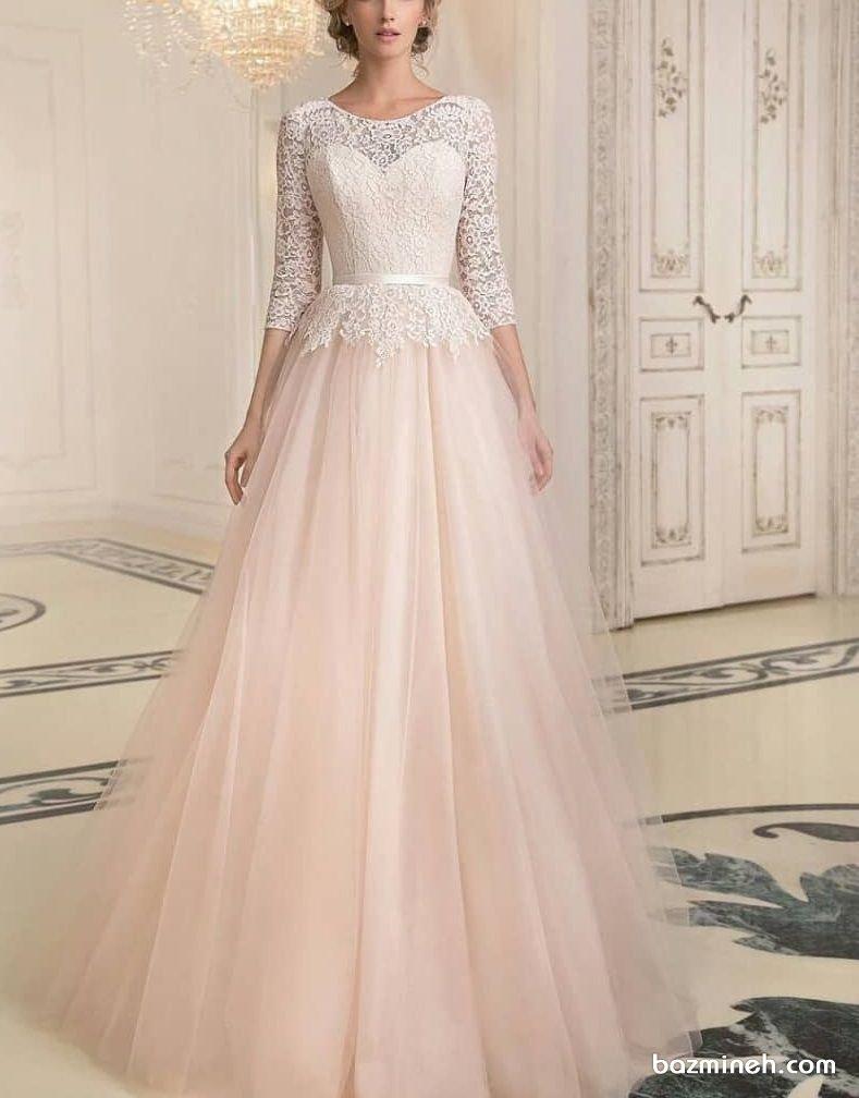 لباس نامزدی استایل کلاسیک با یقه دکلته قلبی بالا تنه توری آستین دار و دامن پفی توری
