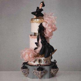 کیک چند طبقه فوندانت جشن تولد دخترونه با تم رنگی مشکی صورتی و پاتیناژ