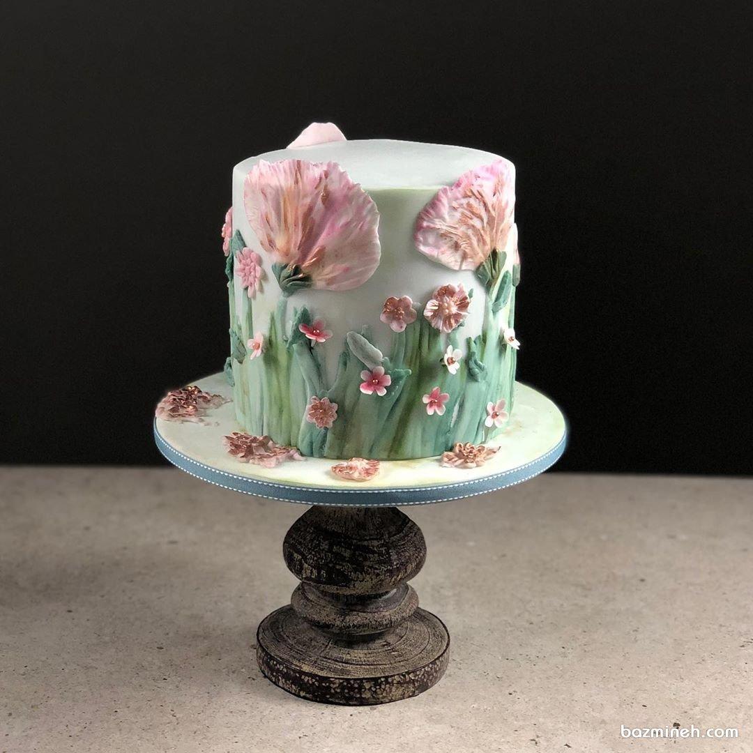 کیک فوندانت جشن تولد بزرگسال با تم بهاری