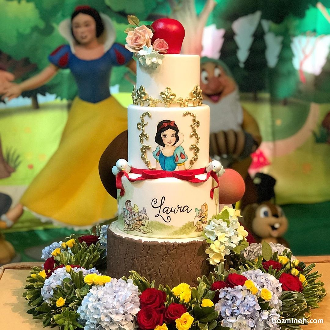 کیک چند طبقه فوندانت جشن تولد دخترونه با تم سفید برفی