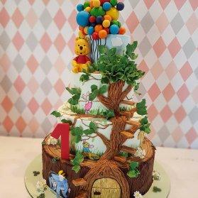 کیک چند طبقه فوندانت جشن تولد کودک با تم پو و دوستان