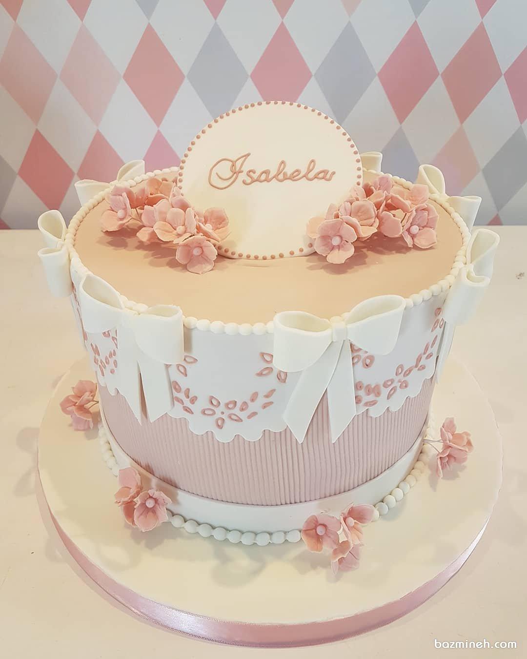 مدل کیک رمانتیک جشن تولد بزرگسال با تم سفید صورتی