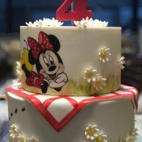 کیک دو طبقه زیبای جشن تولد دخترونه با تم مینی موس(Minnie Mouse)