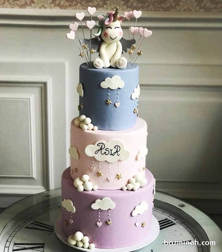کیک سه طبقه فوندانت جشن تولد دخترونه با تم اسب تک شاخ (یونیکورن)