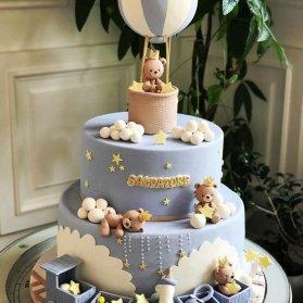 کیک دو طبقه فوندانت جشن بیبی شاور یا نوزادی پسرونه با تم خرس تدی و بالن