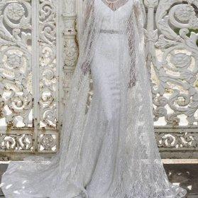 پیراهن شنل دار با پارچه تور طرح دار سفید رنگ مدلی زیبا برای عروس خانم ها در مراسم عقد