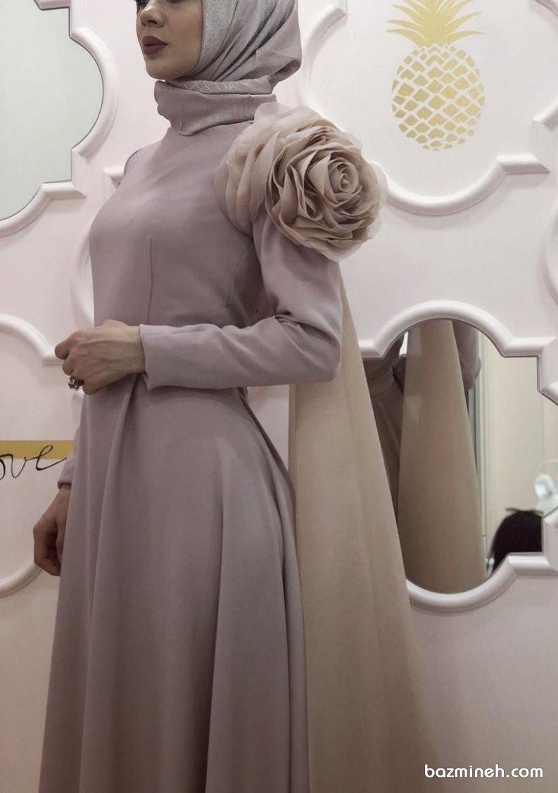 پیراهن ساده پوشیده آستین دار با گل برجسته، مدلی زیبا برای عروس خانمها در مراسم عقد محضری