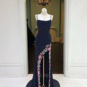 لباس شب بلند دنبالهدار چاکدار سنگدوزی شده مدلی زیبا برای خانواده درجه یک عروس و داماد