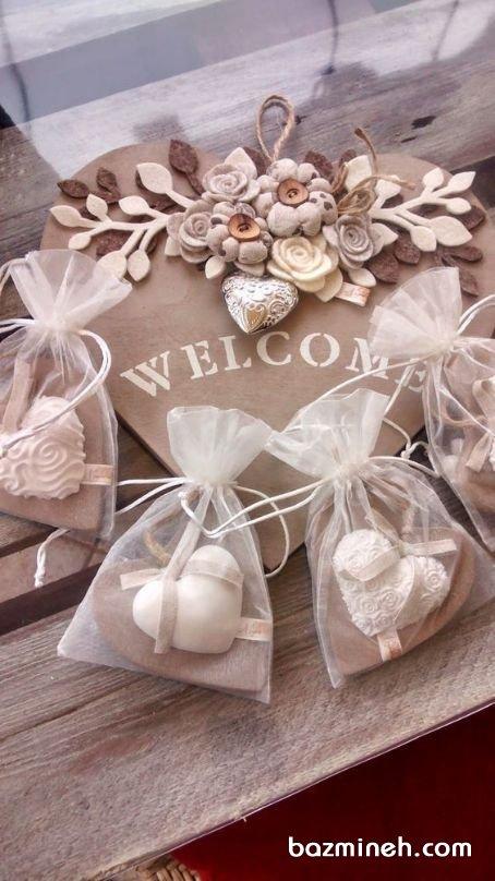 گیفتهای کوکی قلبی شکل جشن نامزدی یا عروسی با کیسههای حریر شیشهای