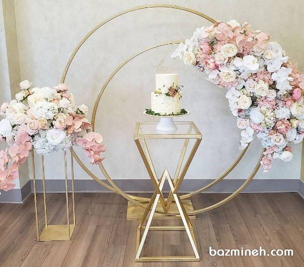 دکوراسیون ساده و شیک جشن تولد بزرگسال یا جشن نامزدی همراه با گلآرایی