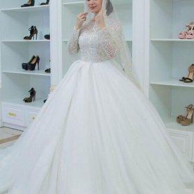 لباس عروس آستین بلند با تور حاشیه دوزی شده