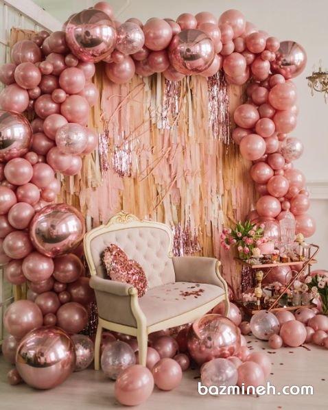 دکوراسیون و بادکنک آرایی با رنگ رزگلد مناسب جشن نامزدی عروس و دامادهای خوش سلیقه