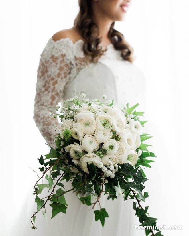 دسته گل سفید عروس با مدل کلاسیک مناسب برای همه مدل های لباس عروس