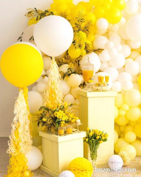 دکوراسیون و بادکنک آرایی با رنگهای زرد و سفید مناسب جشنی زیبا و رومانتیک مخصوصا جشنهای تابستانه