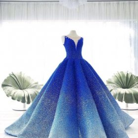 لباس شب زیبا با رنگ آمبره آبی مناسب جشن نامزدی