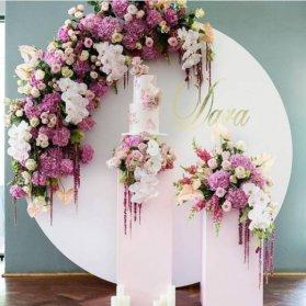 استند گل مناسب جشن عروسی، نامزدی، بله برون و تولد. ایده ای زیبا با گلهای ارغوانی و سفید