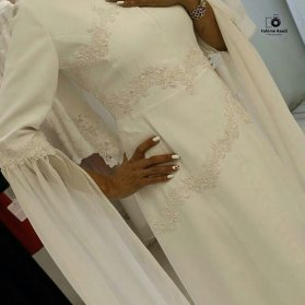 پیراهن عقد ساده و پوشیده سنگدوزی شده مدلی زیبا برای خانمهای ساده پسند
