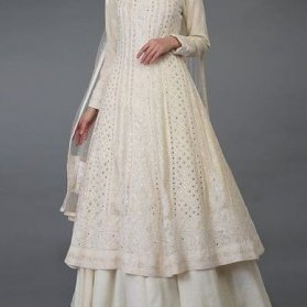 پیراهن عقد جلو بسته نگین دوزی شده ست شده با دامن کلوش بلند مدلی زیبا برای مراسم عقد محضری
