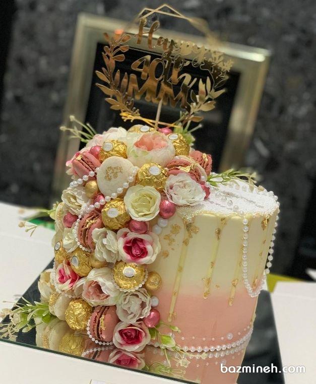 کیک جذاب جشن تولد بزرگسال با تزیین ماکارون و گلهای رز مینیاتوری