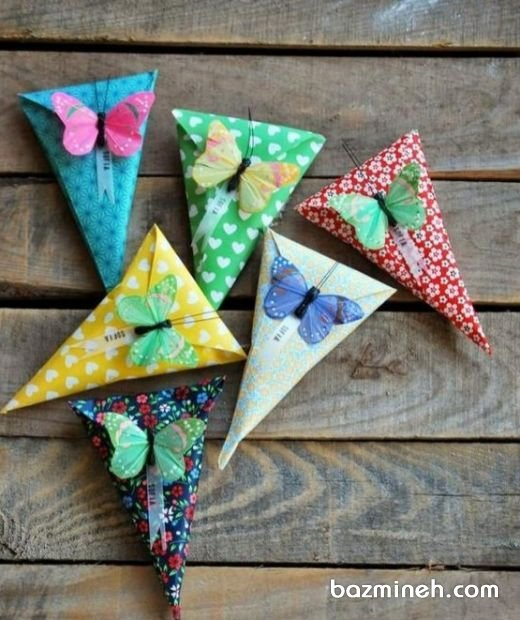 گیفت یا بسته بندی کادو کودک دخترونه با تم پروانه و کاغذهای رنگی