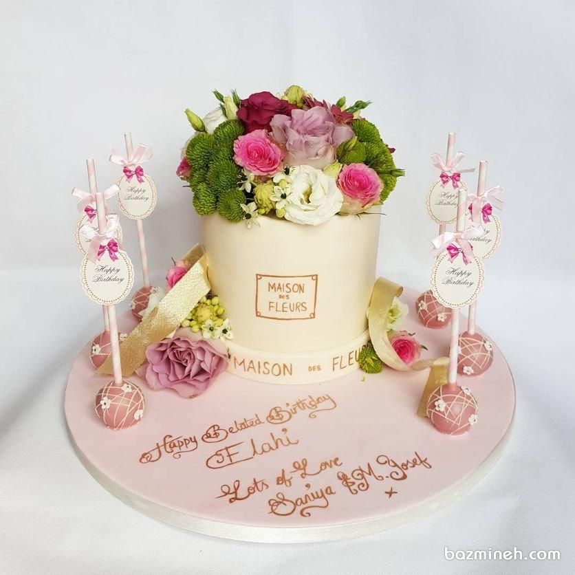کیک و پاپ کیکهای جشن تولد دخترانه بزرگسال تزیین شده با گلهای طبیعی
