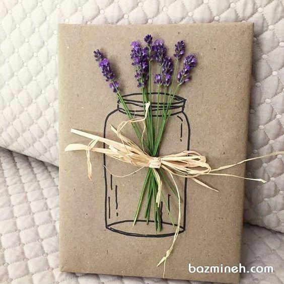 ایده بسته بندی کادو با کاغذ کاهی و گلهای وحشی