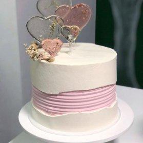 کیک رمانتیک و عاشقانه جشن تولد بزرگسال یا سالگرد عروسی با تم سفید صورتی