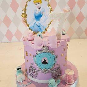 کیک فوندانت جشن تولد دخترونه با تم سیندرلا