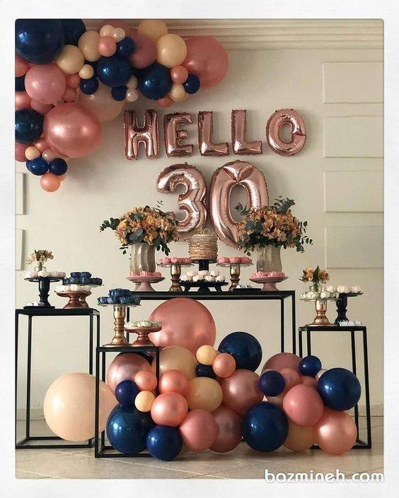 دکوراسیون و بادکنک آرایی ساده جشن تولد بزرگسال با تم صورتی سورمهای