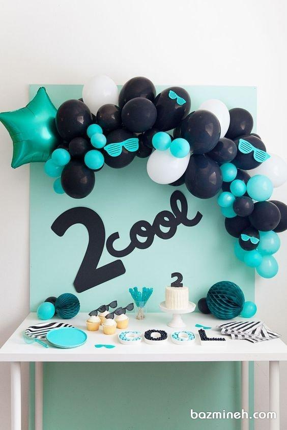 دکوراسیون مینیمال جشن تولد کودک با تم رنگی مشکی آبی
