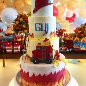 کیک بزرگ جشن تولد پسرونه با تم آتش نشانی
