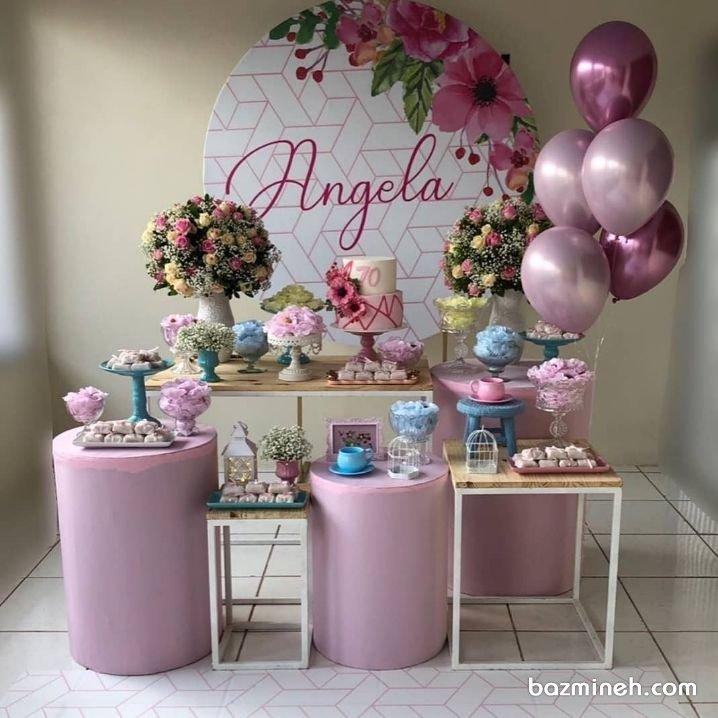 دکوراسیون و بادکنک آرایی جشن تولد دخترانه بزرگسال با تم رنگی یاسی و کرم