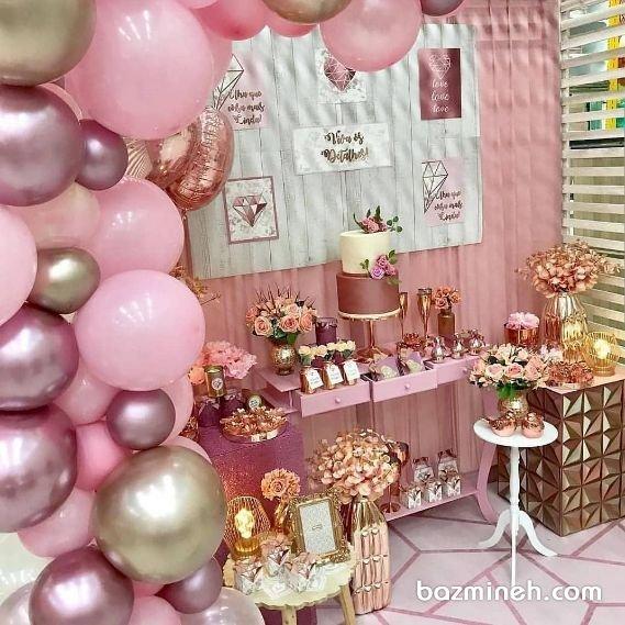دکوراسیون و بادکنک آرایی یونیک و فانتزی جشن تولد دخترونه با تم رنگی صورتی، رزگلد و طلایی