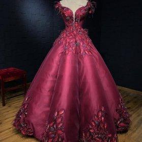 لباس نامزدی با یقه دلبری و پارچه ساتن آمریکایی زرشکی رنگ گلدوزی شده