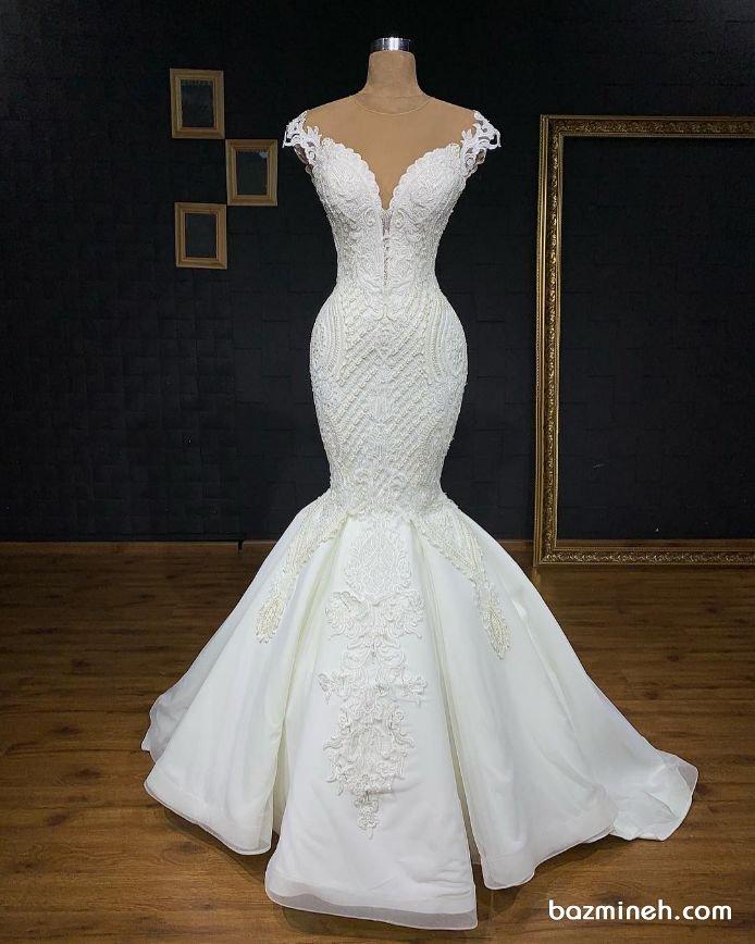 لباس عروس شیک با یقه دلبری و دامن ماهی مدلی زیبا برای عروس خانم هایی با اندام ساعت شنی