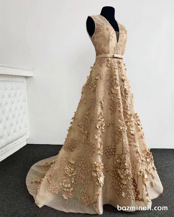 لباس مجلسی با یقه هفت باز و دامن کلوش دنباله دار مدلی زیبا برای خواهر عروس و داماد