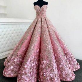 لباس نامزدی پرنسسی یقه دکلته قلبی دامن کلوش گلدوزی شده