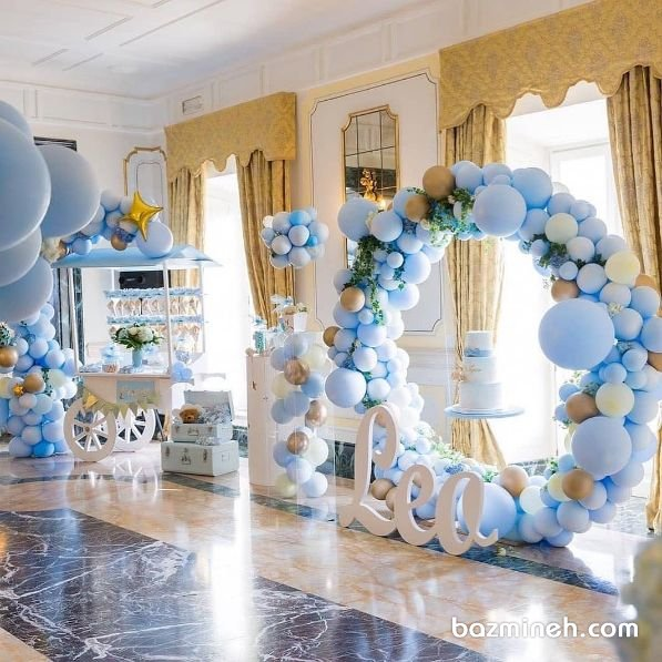 دکوراسیون و بادکنک آرایی جشن تولد پسرونه با تم رنگی آبی سفید
