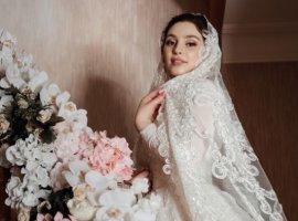 21 مورد از زیباترین و جدیدترین ژست های عکاسی عروس و داماد در آتلیه های عروس
