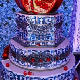 کیک چند طبقه طرح سنتی جشن شب یلدا با تم انار
