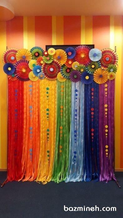 دکوراسیون شاد و رنگارنگ جشن تولد با کاغذهای رنگی