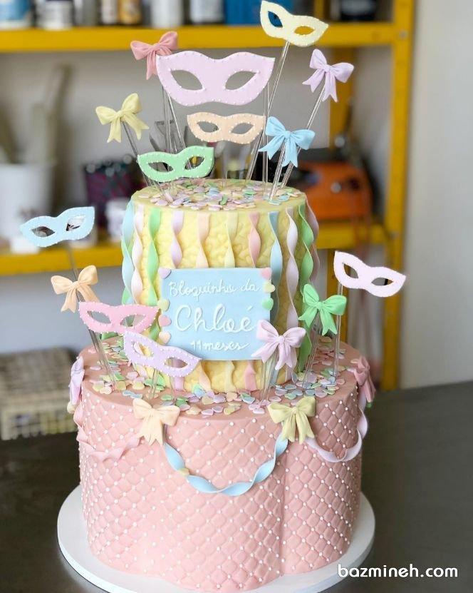 مدل کیک چند طبقه جشن تولد دخترونه با تم بالماسکه  اگر عاشق تم های رنگی رنگی هستید این مدل کیک را برای تولدهای بچگانه و دخترانه از دست ندهید. تم بالماسکه و نقاب برای تولد دختران در محدوده سنی ۴ تا ۱۵ سال بسیار مناسب می باشد و قابلیت هماهنگی با هر تم رنگی را خواهد داشت.