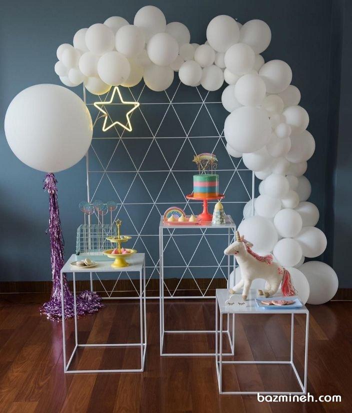 دکواسیون و بادکنک آرایی ساده و شیک جشن تولد کودک با تم رنگین کمان